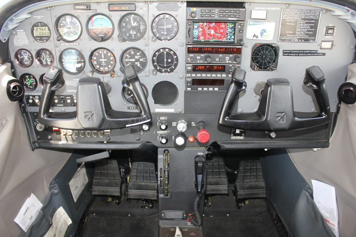 Cessna 172S (Analog Panel) - American Air Flight Training : American